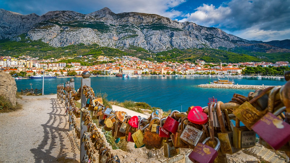This image has an empty alt attribute; its file name is Makarska-2.jpg