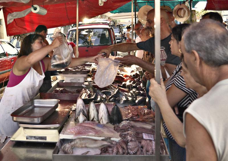 This image has an empty alt attribute; its file name is marsaxlokk-fish-market.jpg